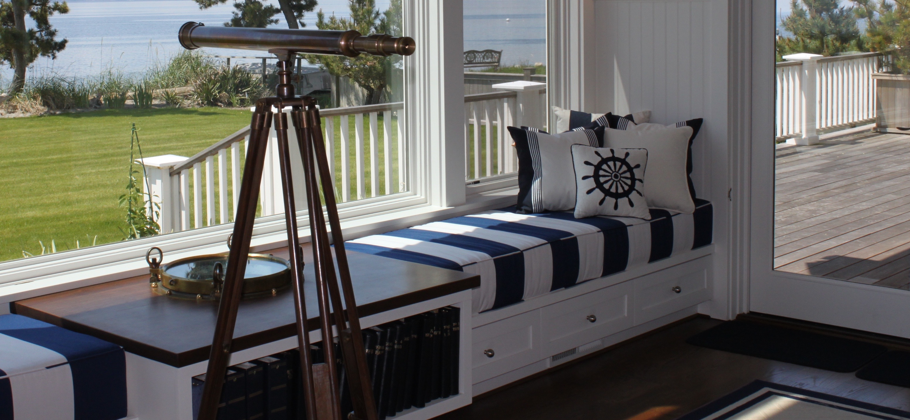 5 interior design decorating tips for a nautical theme. Black Bedroom Furniture Sets. Home Design Ideas